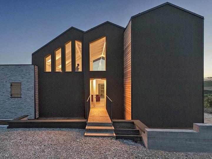 Una casa per una coppia di viaggiatori e fotografi itineranti