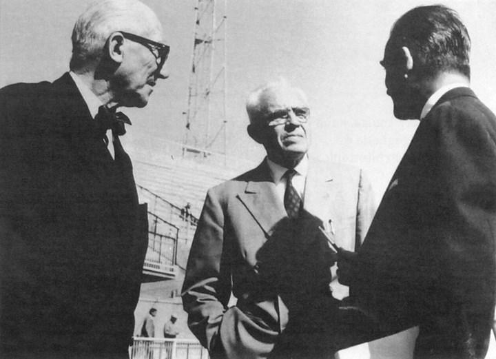 Le Corbusier in visita allo Stadio Flaminio con Pier Luigi Nervi, Roma, ca. 1960, courtesy pier luigi nervi research and knwoledge management project,