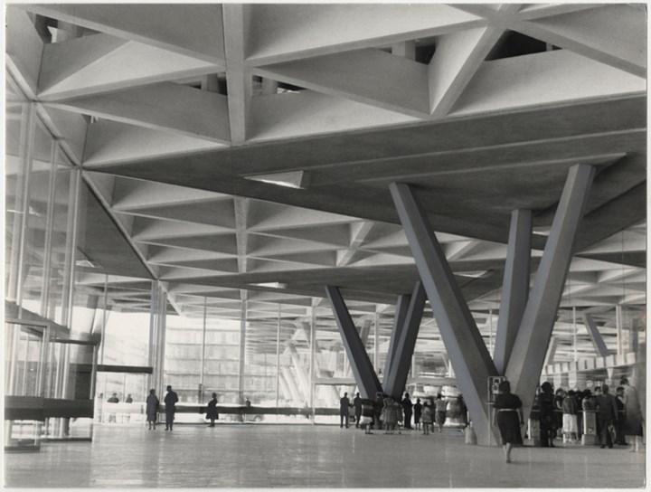Napoli_nuova Stazione Centrale_Ezio Quiresi_1961, ©TouringClubItaliano
