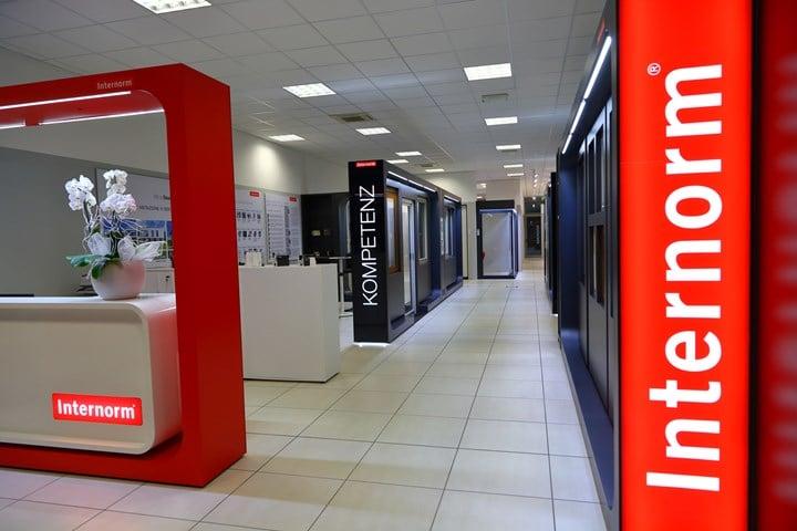 Apre a Cesena il nuovo flagship store Internorm di Artigiana Plast
