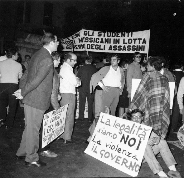 Publifoto Roma, Roma, 11 ottobre 1968, Dimostrazione comunista per il Messico (e Congo), negativo b.n. 120