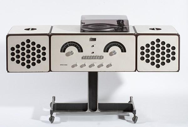 Achille e Pier Giacomo Castiglioni, Radioricevitore RR126, Progetto 1966, Produzione Brionvega 1966, plastica metallo e legno