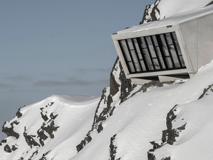 007 Elements: il James Bond Museum è sulla cima di una montagna, ovviamente!