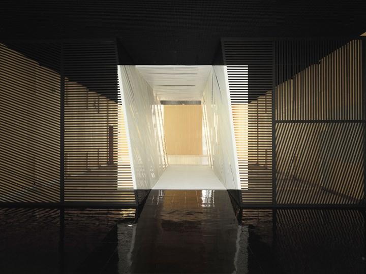 Georges Rousse,Calais,2009,C-print sudibond, montaggio Diasec,160 x125 cm,edition: ed. di 5 esemplari,CourtesyPhoto&Contemporary