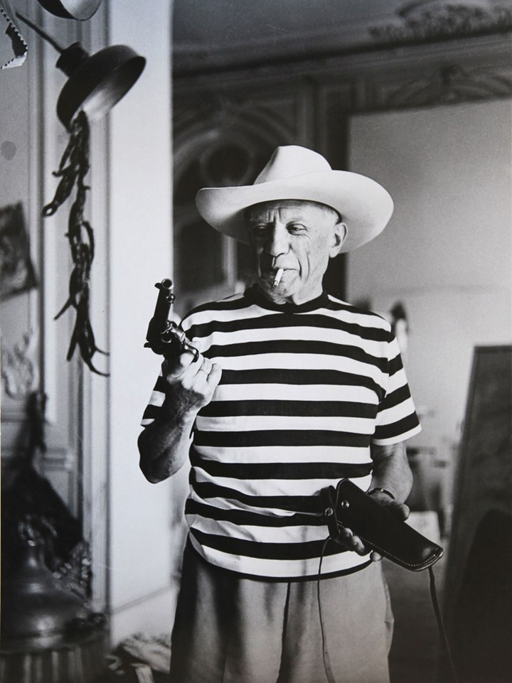 Andre Villers, Picasso with revolver and hat of Gary Cooper, 1959, Printed 2013, Canson fine art print, 110x139cm, edition: No 5/7, Courtesy Suite 59