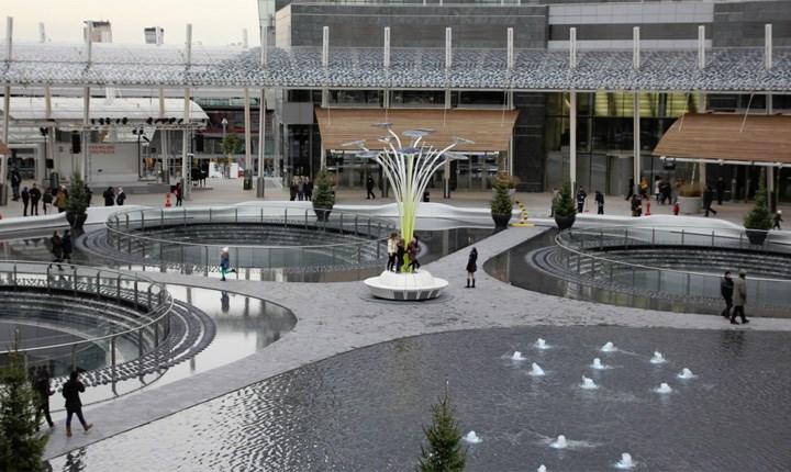 Milano, piazza Gae Aulenti. Foto tratta da: Osservatorio nazionale Città Clima di Legambiente
