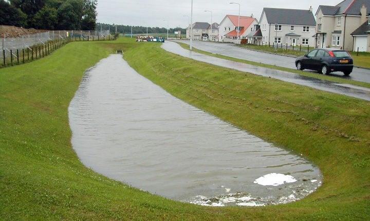 Bioswale dopo la pioggia - Source SUDSnet_httpmadeinjakarta.orgwp-contentuploads201408Jun24159