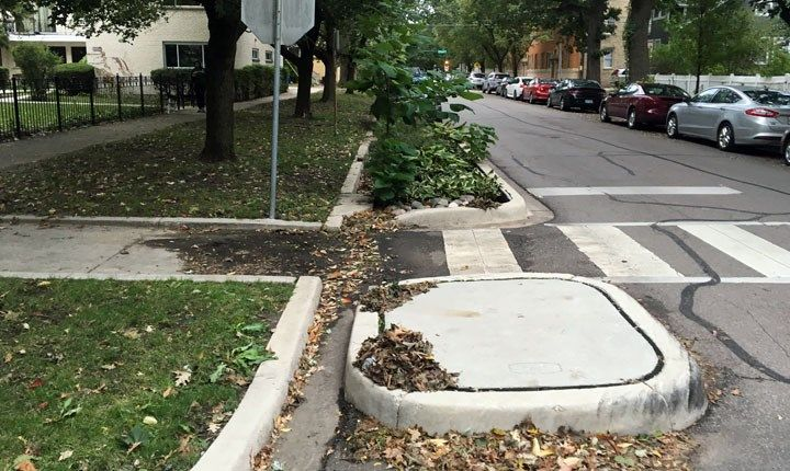 Cisterne acque piovane - By Eric Fischer - Bioswale and curb extension with cutouts, CC BY 2.0, httpscommons.wikimedia.orgwindex.phpcurid=76851600