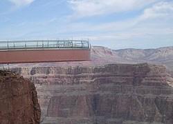 Apre oggi al pubblico la passerella sospesa sul Grand Canyon