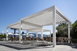 Le pergole bioclimatiche Pratic per creare spazi a metà fra indoor e outdoor