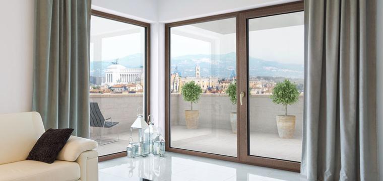 Il legno-alluminio apertamente  innovativo
