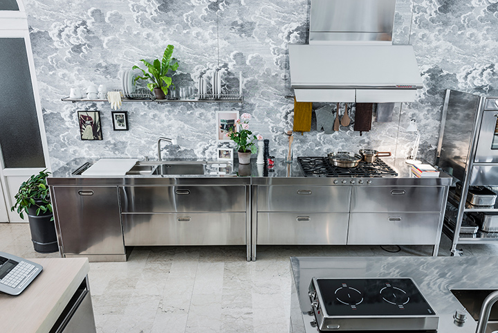 Freestanding and customizable stainless steel kitchens Alpes ...