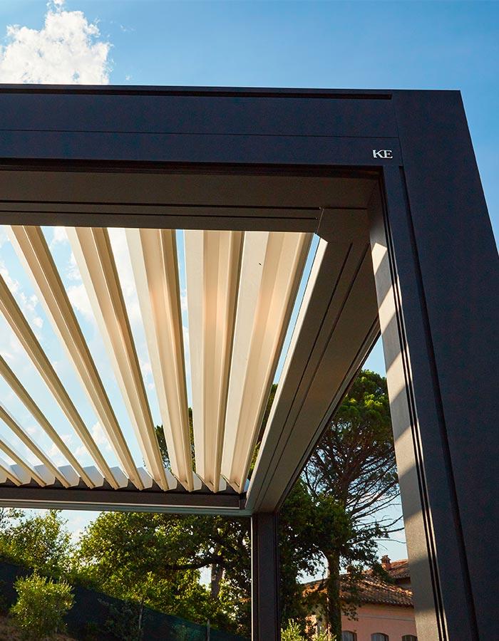 Pergola bioclimatica in alluminio by KE