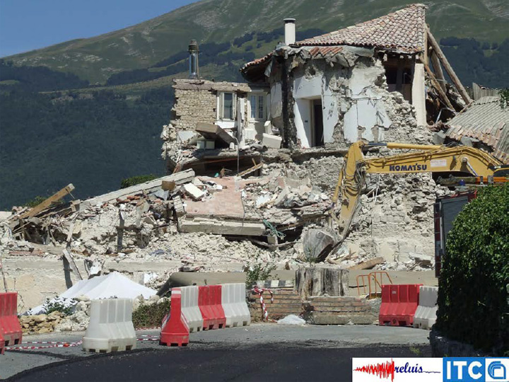 Collasso totale di un edificio