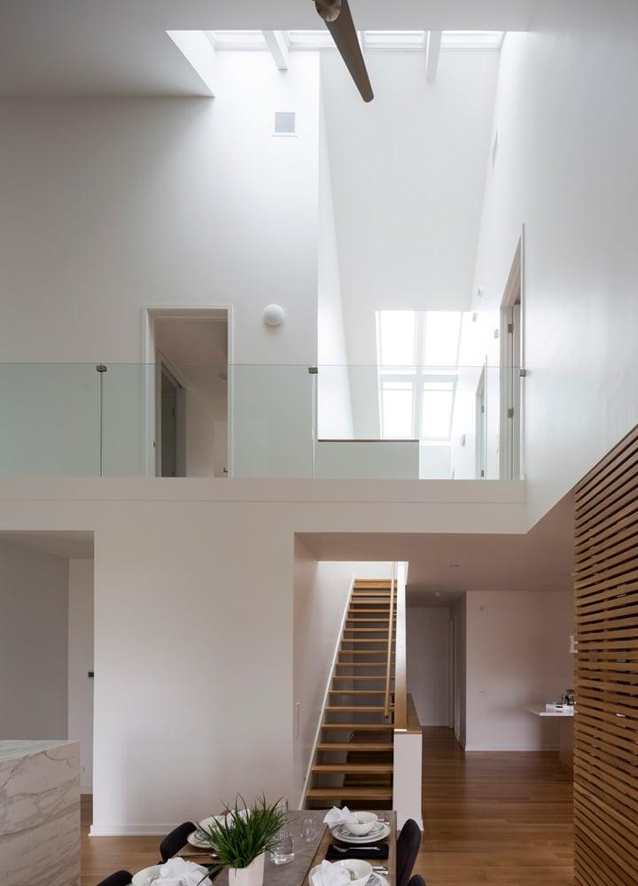 Mansarde e soppalchi: spazi a doppia altezza per la continuità degli ambienti