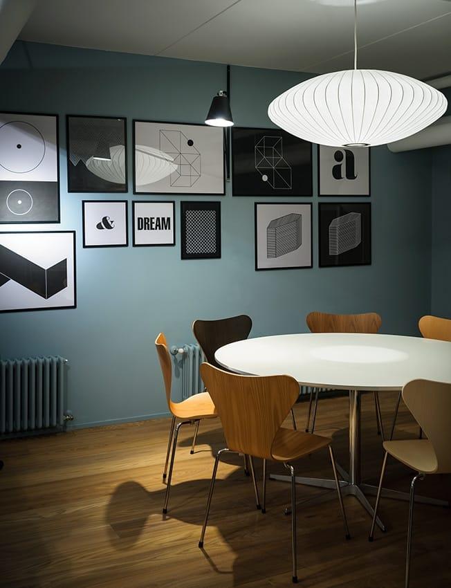 Amato colora il Republic of Fritz Hansen Store DN71