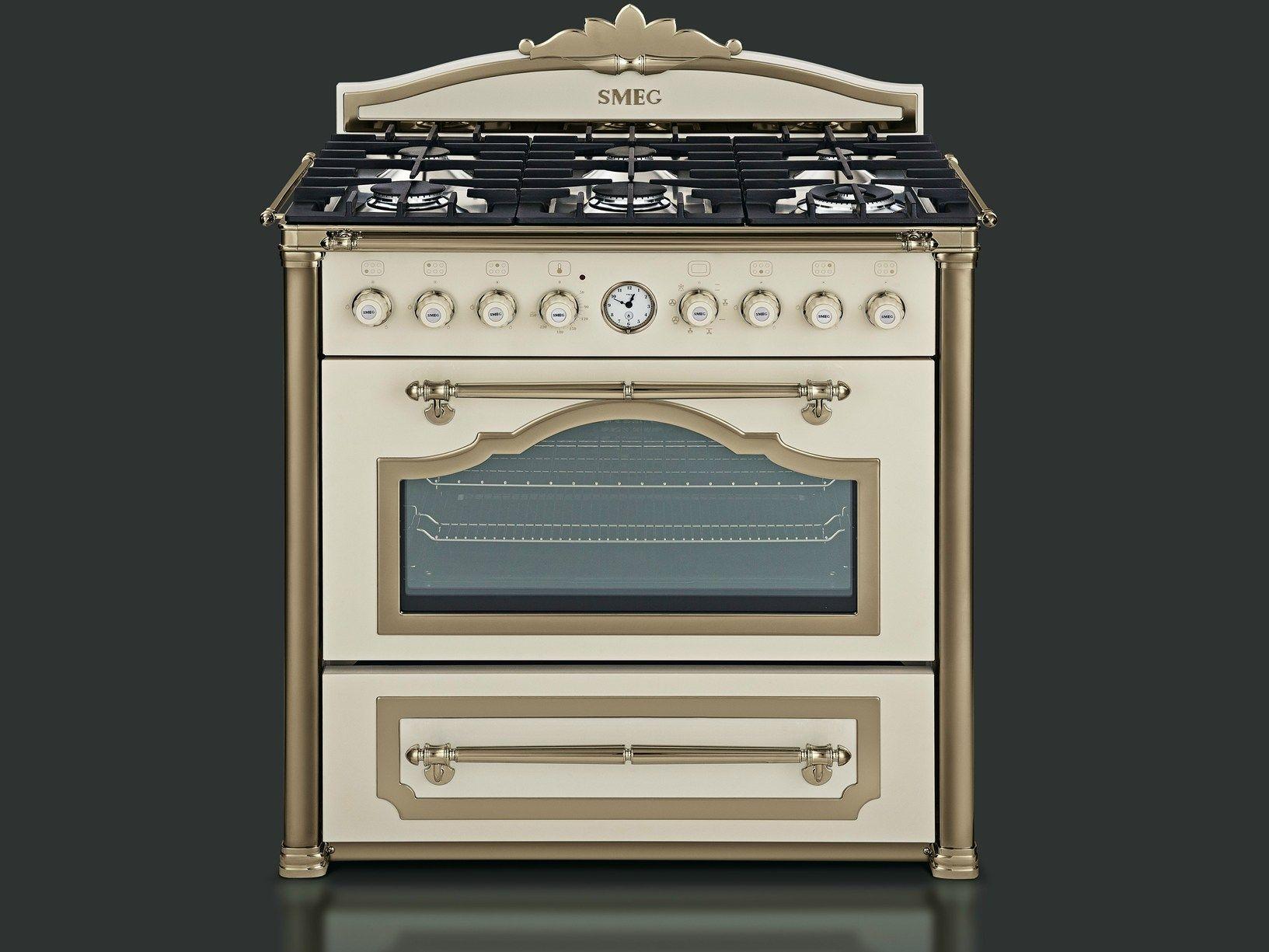Smeg: charme artigianale per cucine da vivere