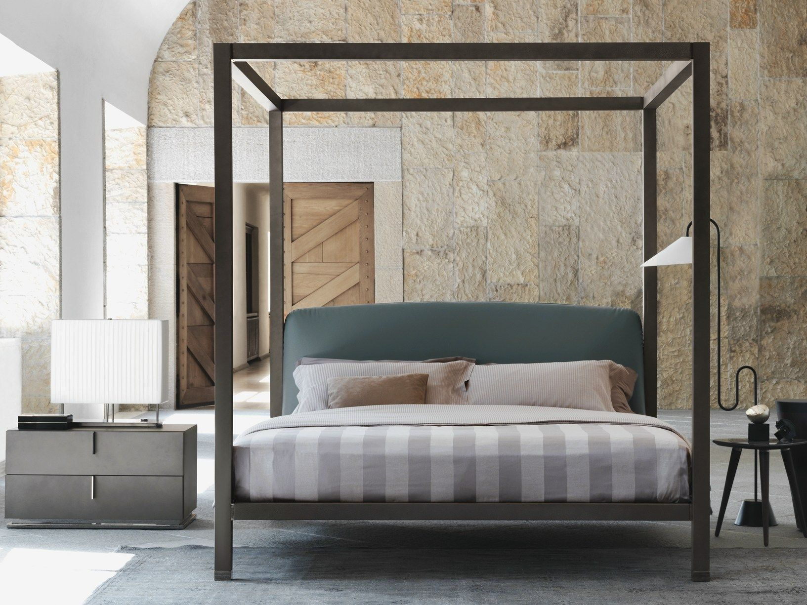 Letto A Baldacchino Design.Ari Flou S New Canopy Bed