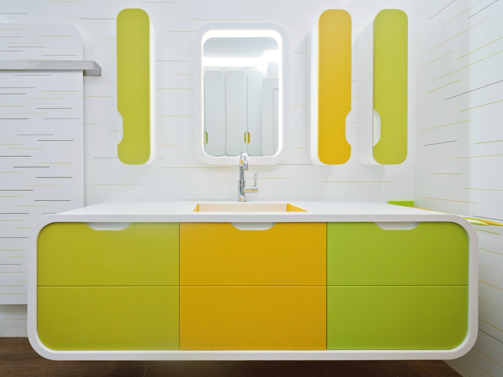 Une salle de bains pour enfants colorée et pétillante réalisée en HI ...