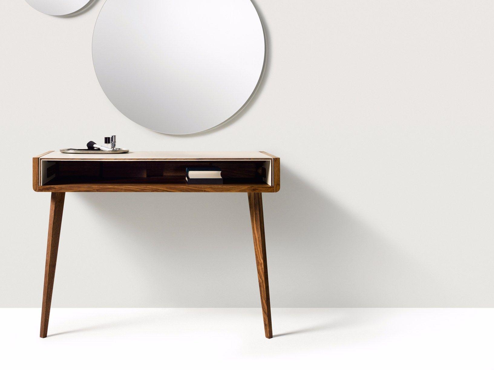 Una scrivania per l home office o una consolle per l ingresso for Piccole planimetrie per l home office