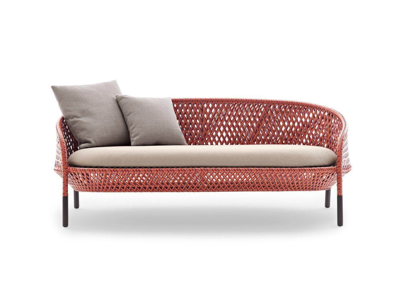 AHNDA: a classic, iconic and luxurious lounger in alluring vibrancy