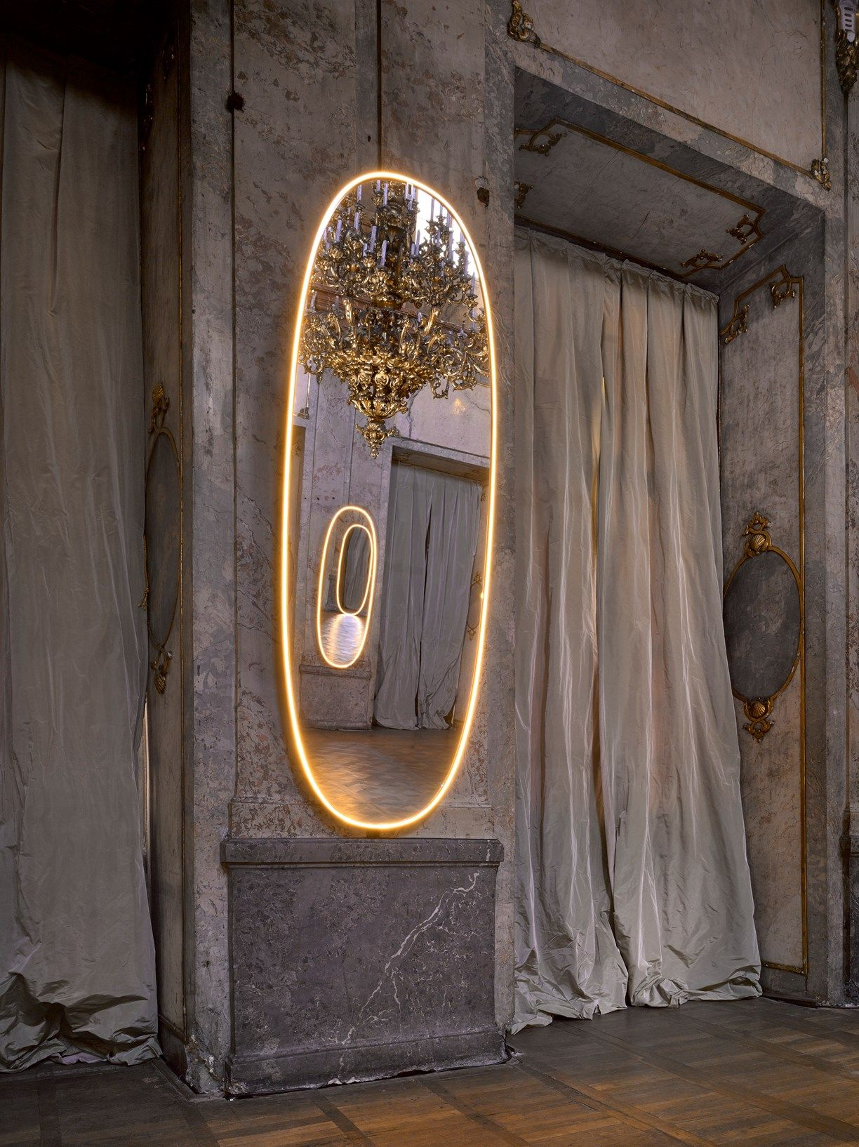 Flos ligths up the stage at sff for Specchio philippe starck