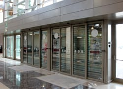 Tavoli E Sedie Da Giardino Auchan.Le Porte Automatiche Ditec Per Il Nuovo Auchan Di Catania