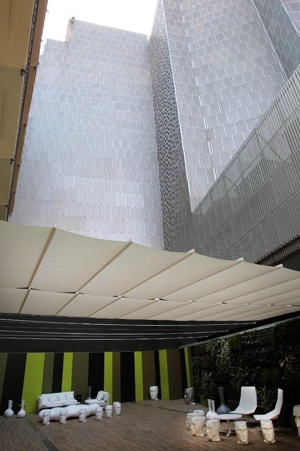 VONDOM, HOTEL PAU