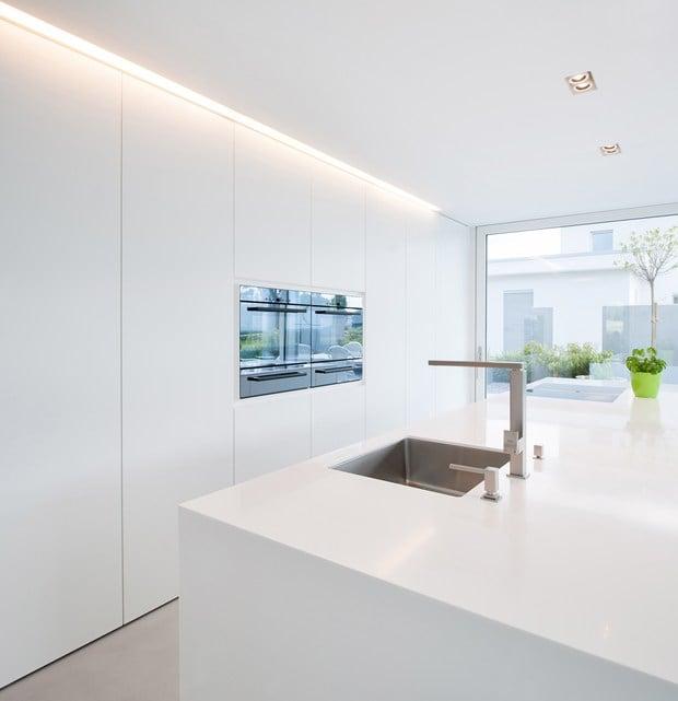 Simple lines, clear structures and plain shapes. Colour concept: White