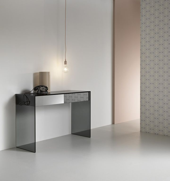 Smoked glass and wood for versatile and modular furnitures