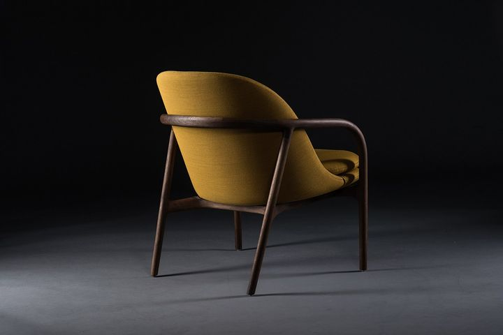Neva Lounge Trimmed chair