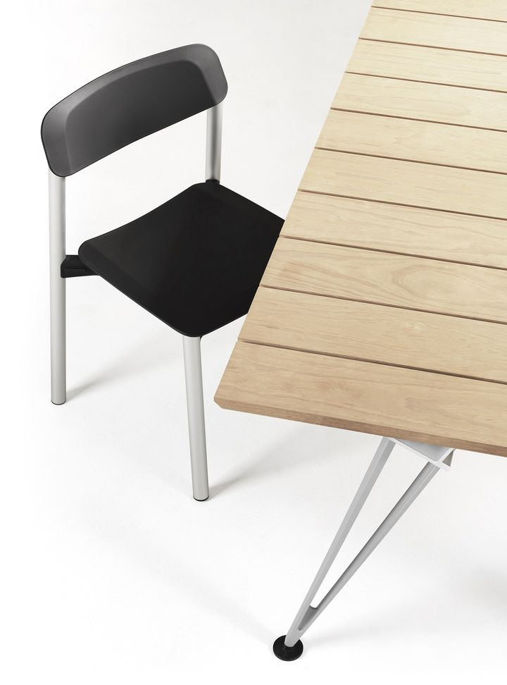 Complexity meets simplicity in Lammhults Penne chair