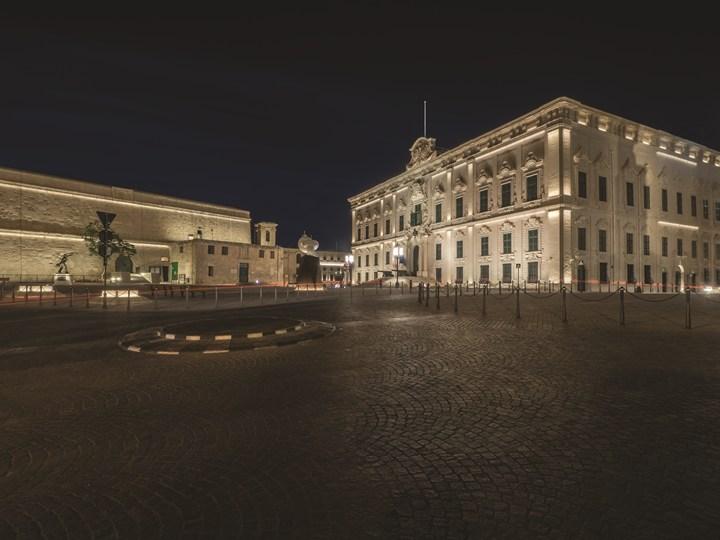 Luce su misura per una piazza ricca di storia