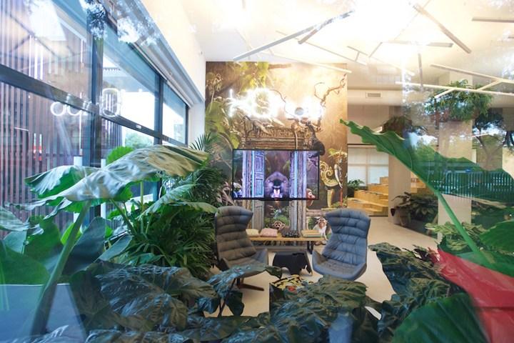Thonet e XOffice per un suggestivo Office Jungle a Roma