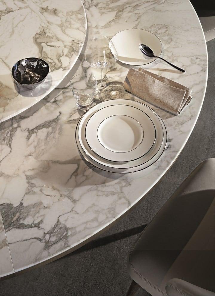 Morgan Marble. Metallo bronzato e marmo Calacatta