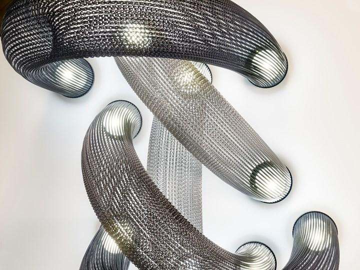 Aura. A cascade of luminous chains