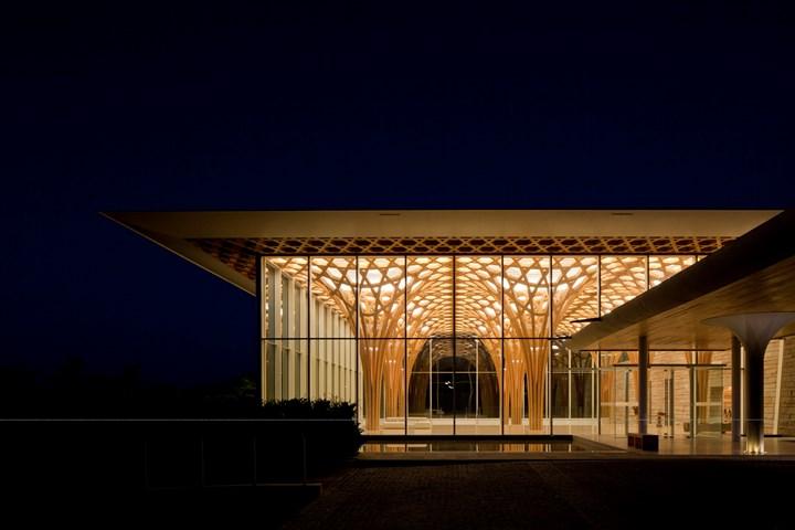 Rigore minimale e geometria organica per l'Haesley Nine Bridges