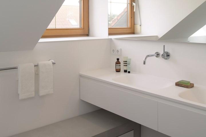 Un bagno di 12 metri quadri diventa una spa domestica
