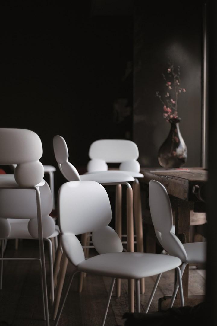 Chairs & More presenta le sedute della collezione Nube