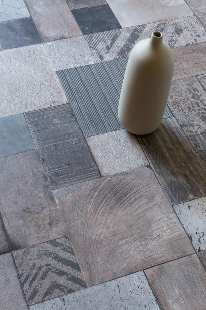 Il pavimento di pietra caldo al tatto