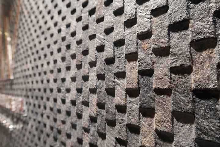 La pietra naturale nei rivestimenti Porcelanosa e Venis