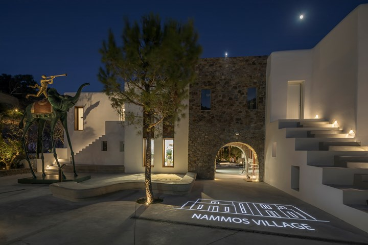 Linea Light Group illumina Nammos Village