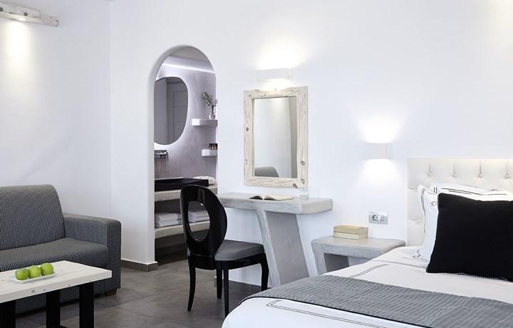 Fima Carlo Frattini per il Kalisti Hotel & Suites di Santorini