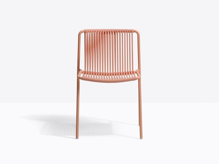 Le sedute outdoor in PVC intrecciato si reinventano