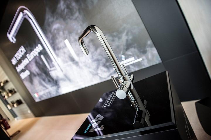 InSinkErator® presenta il nuovo erogatore 4N1 Touch