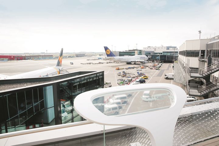 HI-MACS® per l'Open Air Deck dell'aeroporto di Francoforte