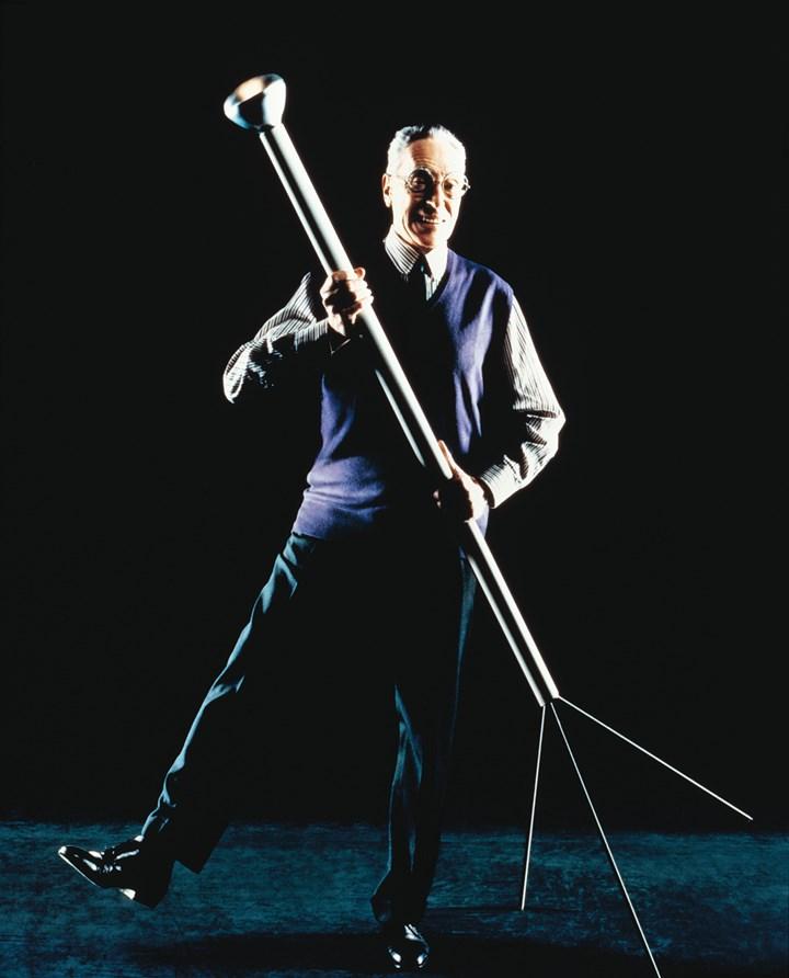 Achille Castiglioni with Luminator_ph. Jean Baptiste Mondino