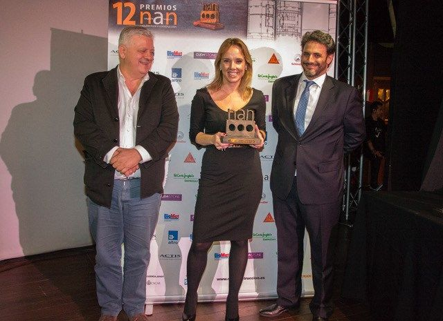 Belén Navarro, Head of Product and Marketing at ITT Ceramic collected the award