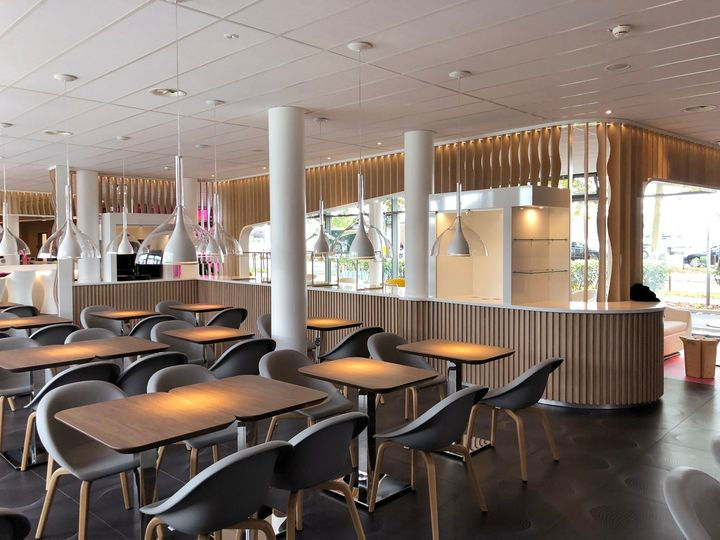 Sinuous Shapes and Lively Colors for Prizeotel