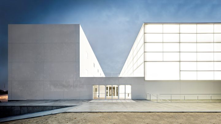 Sports hall and classrooms. Francisco de Vitoria University - Alberto Campo Baeza